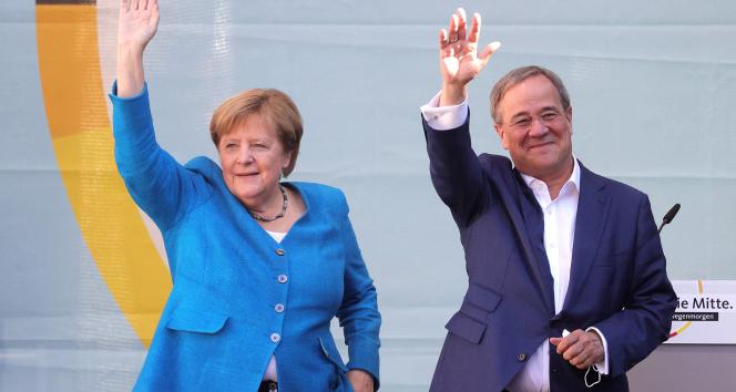 Merkel, seçime 1 gün kala Almanyanın istikrarı için Laschete oy istedi