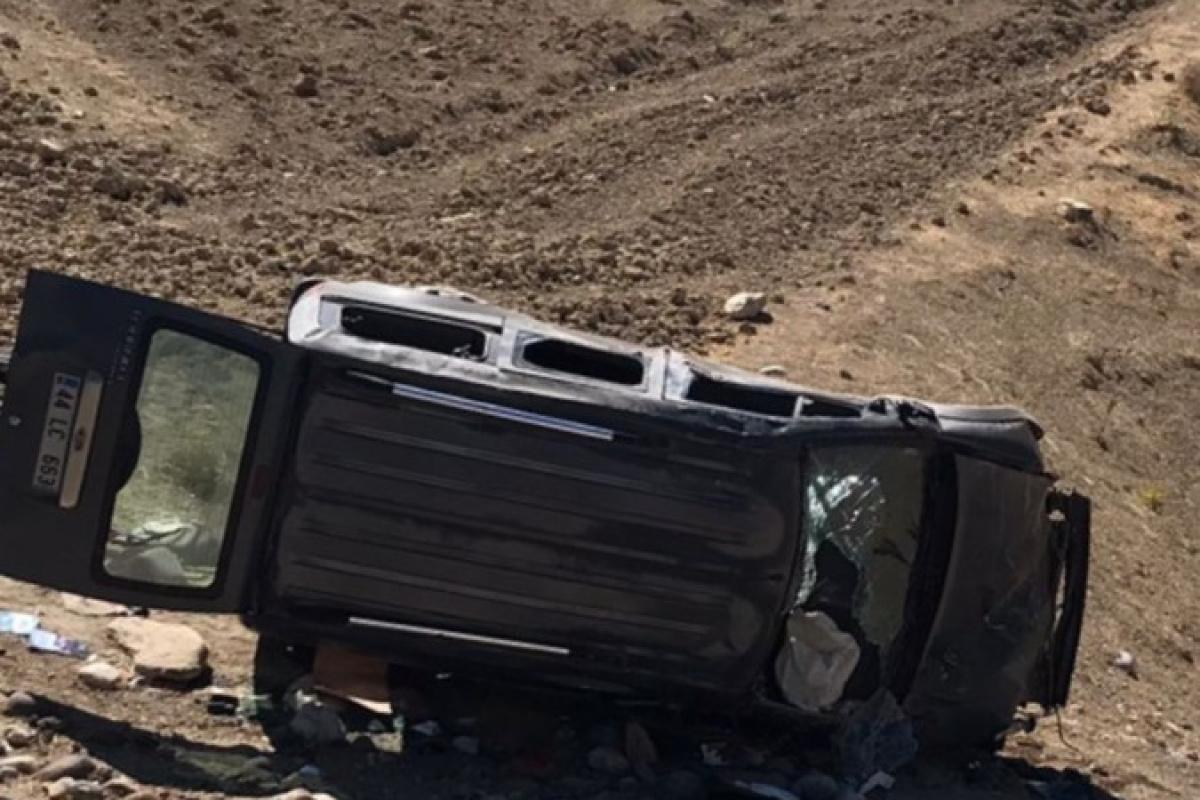 Malatya'da hafif ticari araç şarampole yuvarlandı : 5 yaralı