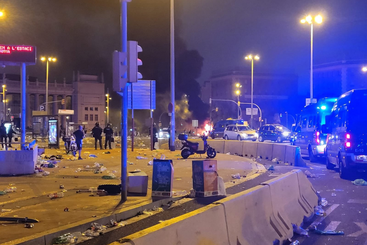 İspanya'da eğlencenin dozunu kaçıran gençlere polis müdahalesi: 43 yaralı, 20 gözaltı