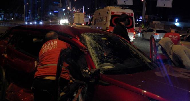 Kartalda 10 aracın karıştığı zincirleme kazada 2 kişi yaralandı
