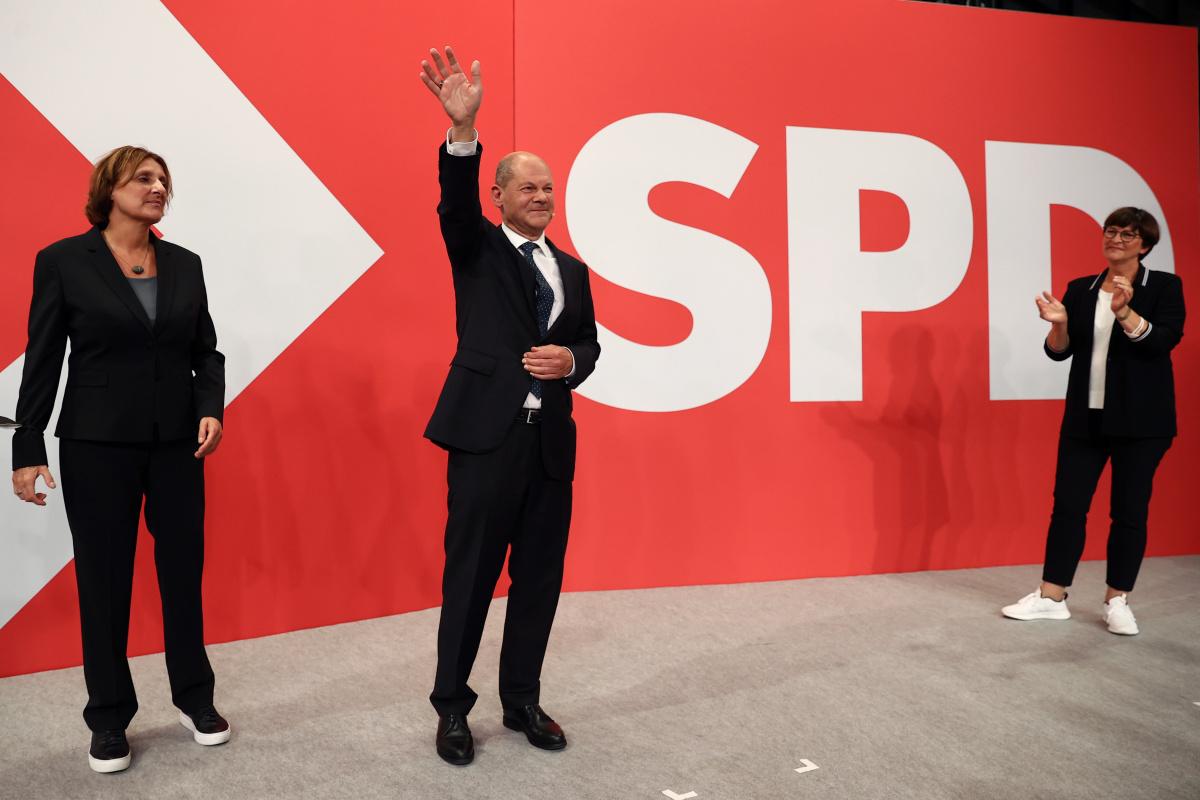 Almanya'da seçimler başa baş gidiyor