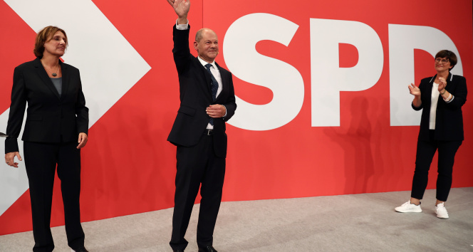Almanyada seçimler başa baş gidiyor