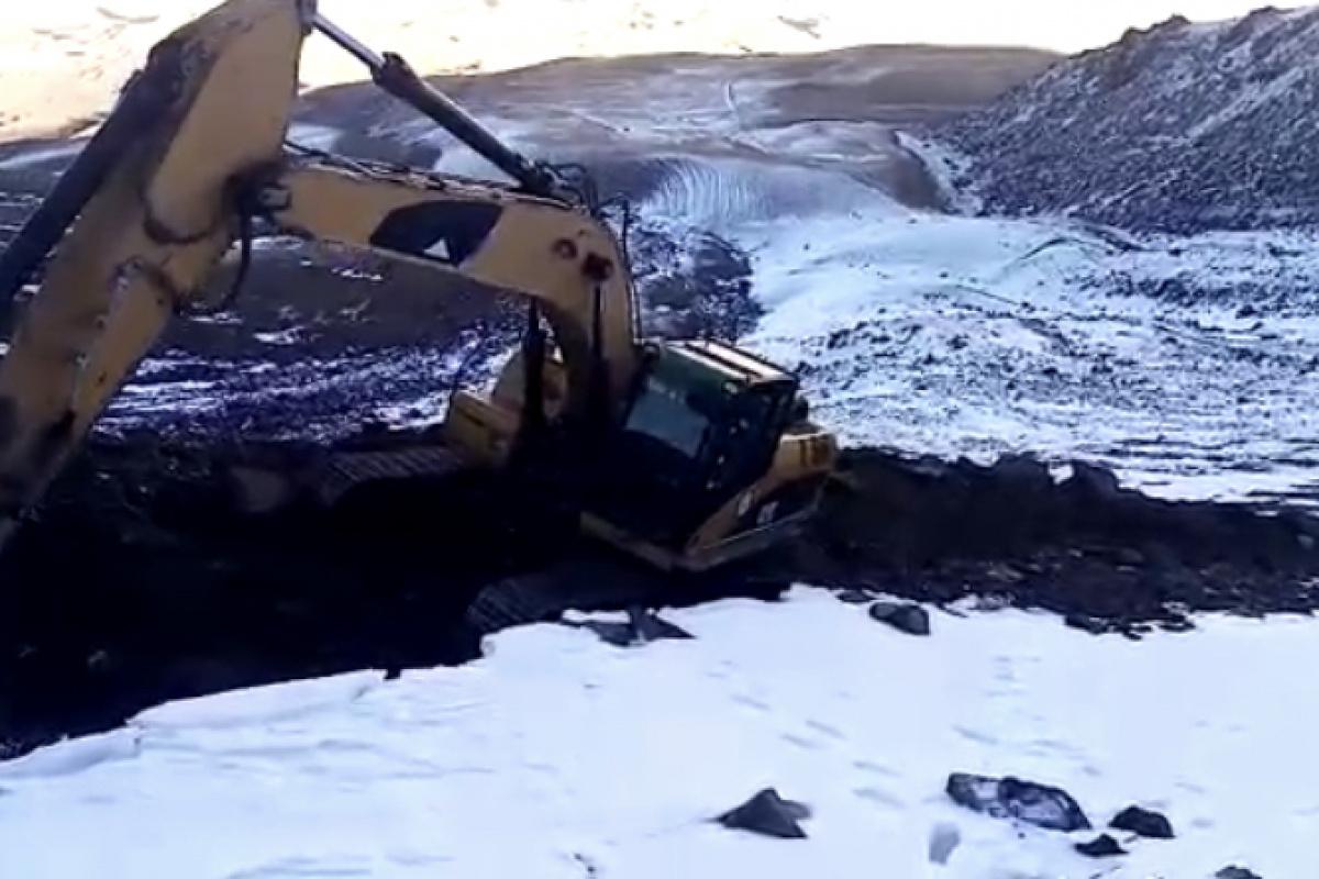 Karla kaplanan Süphan Dağı eteklerindeki köylere su ulaştıran ekiplerin zorlu mücadelesi