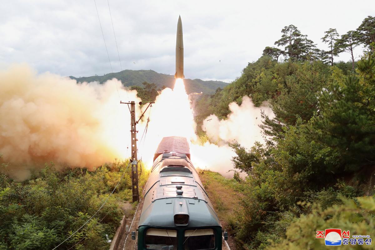 İngiltere'den füze denemesi yapan Kuzey Kore'ye kınama