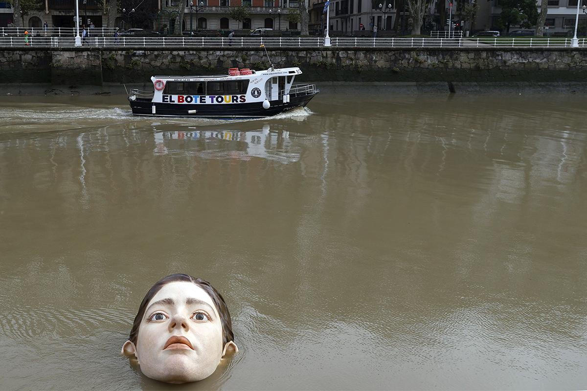 İspanya'da nehrin ortasına yerleştirilen heykel korkuttu
