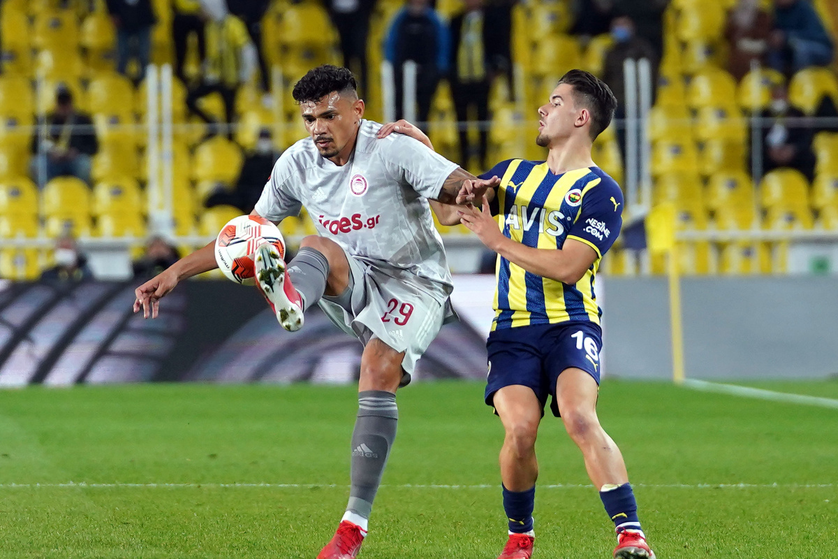 Fenerbahçe evinde ağır yara aldı
