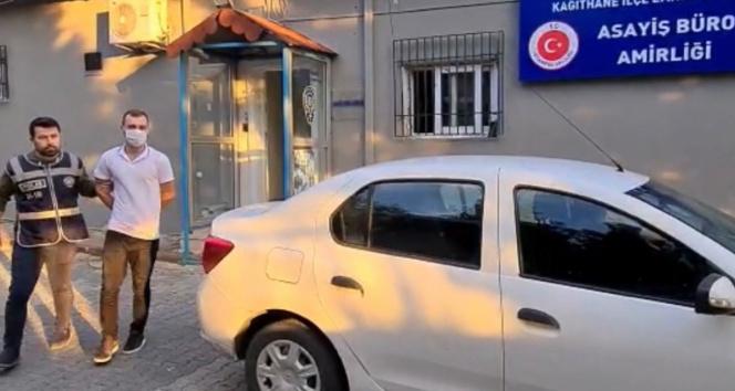 İstanbulda hırsızlar ayaklarıyla camını kırdıkları işyerini soydu