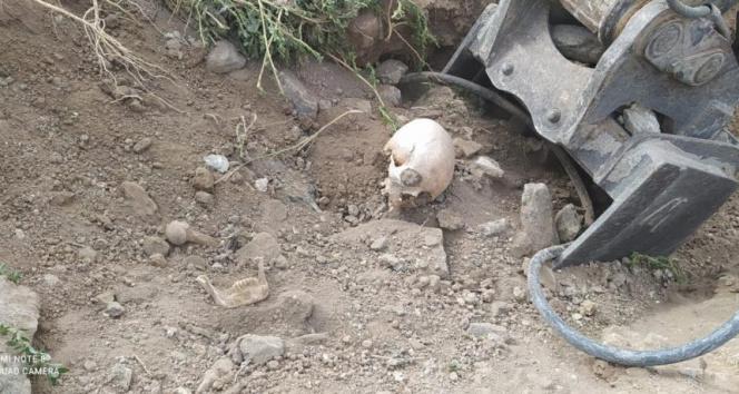 Ankarada yol çalışması sırasında Belediye ekipleri insan kemikleri bulundu
