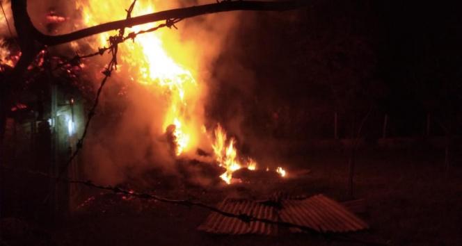 Erzurumda alevler geceyi aydınlattı: 2 ev, 5 ahır ve 1 kiler kül oldu