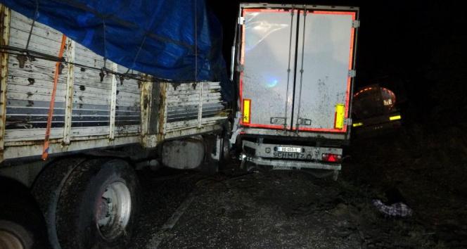 Tanker zincirleme kazaya karışan sürücülerin arasına daldı: 1 ölü