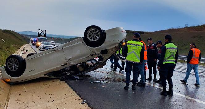 Kuzey Marmara Otoyolunda otomobil takla attı: 4 yaralı