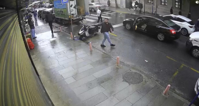 İstanbulda dehşet anları: Vatandaşların gözü önünde güpegündüz kurşun yağdırdı