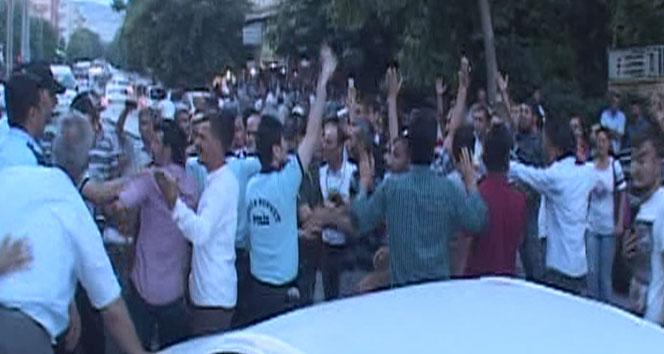 Oy pusulasıyla camiye gittiği iddia edilen şahıs tekme tokat dövüldü
