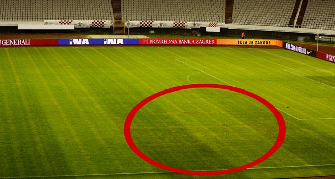 Hırvatistan - İtalya maçına gamalı haç damgasını vurgu