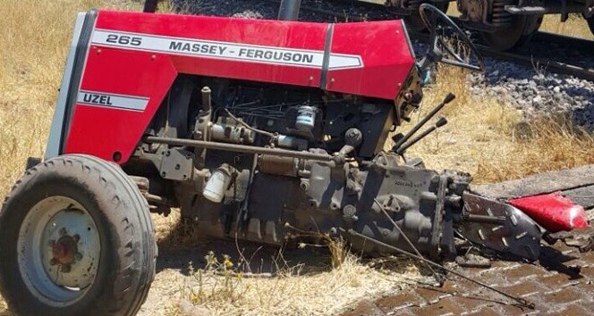 https www iha com tr haber trenin carptigi traktor ikiye bolundu 1 yarali 477632