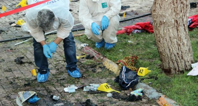 Polis, patlamanın olduğu yerde delil aradı