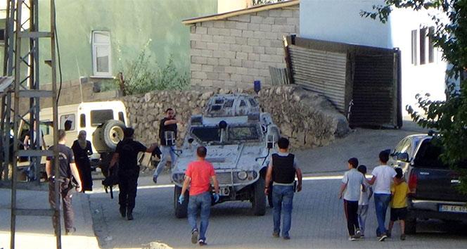 Hakkari'de üç kişi gözaltına alındı