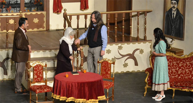 Tiyatro büyük ilgi gördü